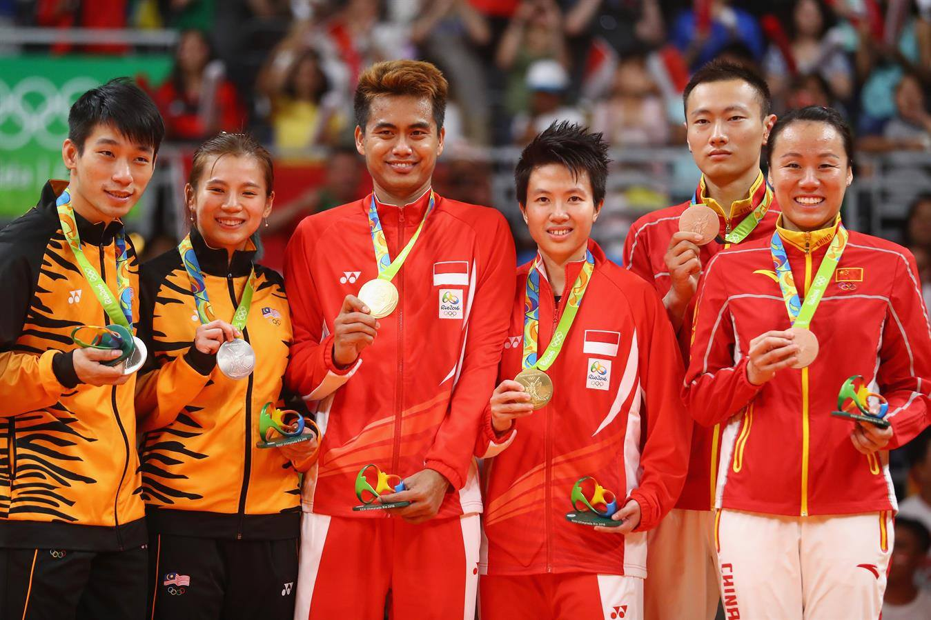 Mixed Doubles Tontowi and Liliyana Present Gold on Independence